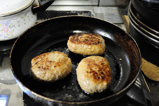 11味噌煮込みチーズハンバーグ.jpg