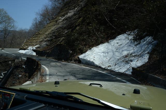 13林道にはまだ雪がたくさん残っています。.jpg