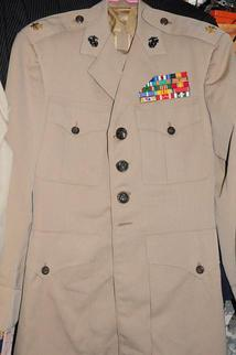 8 制服.jpg