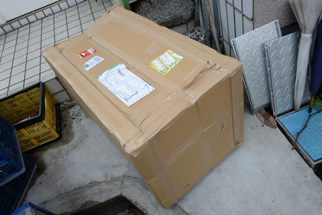 1 なな、なんだ~この箱 めっちゃ重たいぞ~!!.jpg
