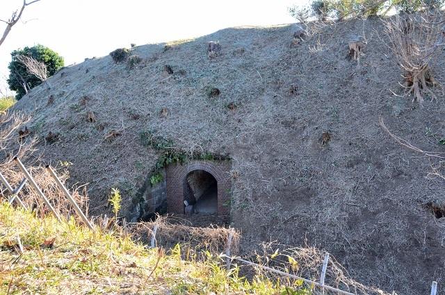 138右翼観測所地下入口2.jpg