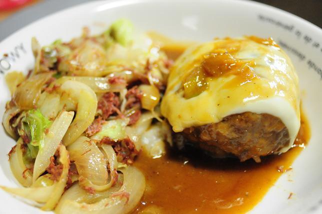 13味噌煮込みチーズハンバーグ.jpg