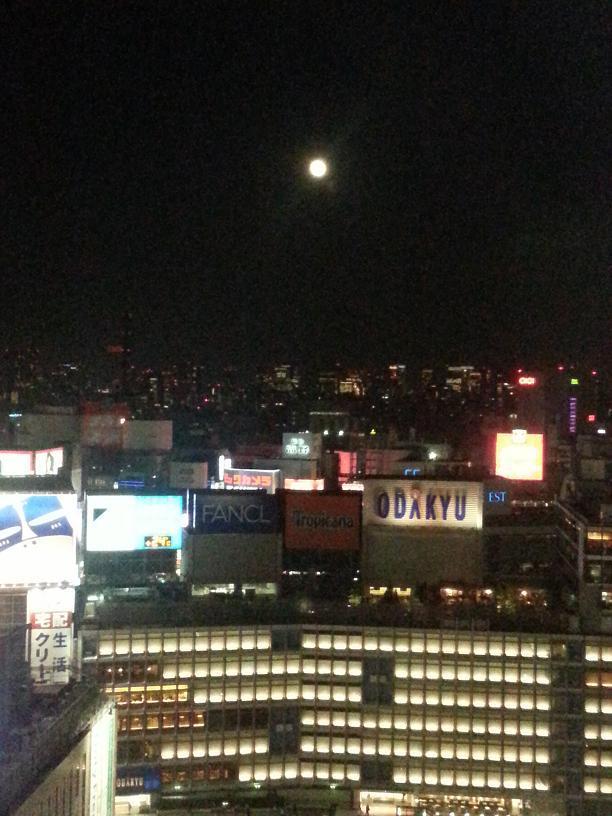 新宿に昇った中秋の名月.jpg